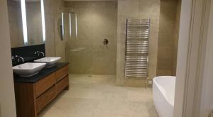 bathroom tiler manchester